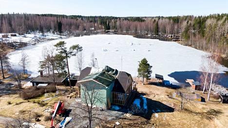 Ensi kesäksi Peltomäkeen valmistuu koko Vähäjärven kiertävä iso vesilautailujärjestelmä. Entisessä tilan päärakennuksessa sijaitsevaa ravintolaa uudistetaan ja laajennetaan.