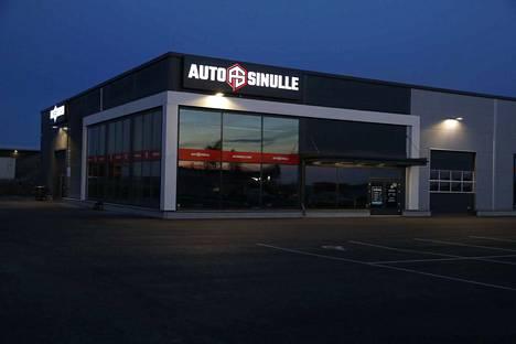 Konkurssiin haettu yritys on pyörittänyt autokauppaa aivan Ideaparkin naapurissa.