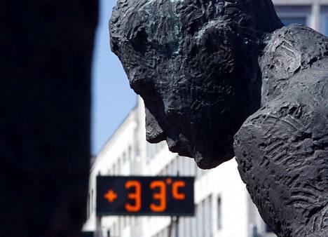 """Porin toriparlamentaarikkokin ihmetteli torin lämpölukuja torstaina kello 13.45. Torin lämpöluvussa on tainnut aina olla hieman """"torilisää""""."""