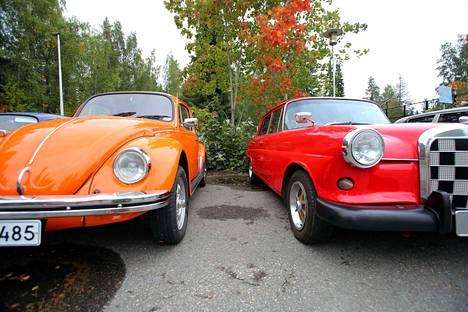 Hotelli Waltikan parkkipaikalla järjestetyssä cruising-tapahtumassa kierrellessä tuli mieleen, että ennen vanhaan autot olivat värikkäämpiä.