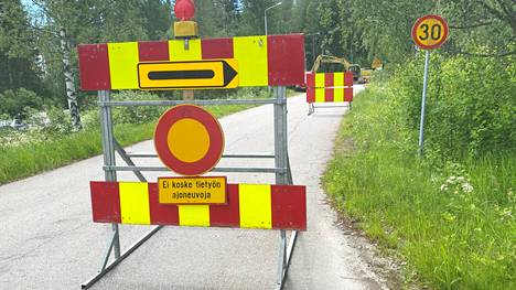 Ajoneuvoliikenne on katkaistu siltatyömaan ajaksi Unio Sarlinintiellä Keuruun entisen varuskunnan alueella.