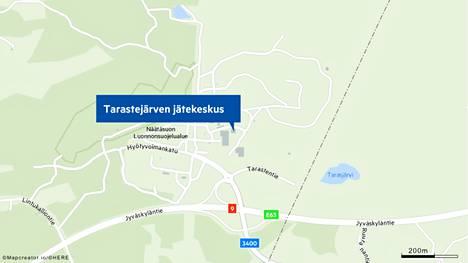Tampereen Tarastenjärven jätekeskuksessa syttyi lauantaiaamuna tuleen parisataa metriä pitkä sekajäteauma. Sammutustyöt jatkuivat pitkälle iltapäivään.