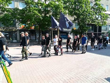 Kulkue liikkui Porin keskustan läpi. Kuva Kauppatorilta.