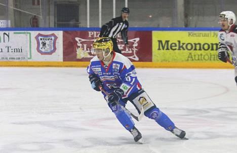 Joonas Larinmaa palkittiin Mestiksen runkosarjan päätteeksi Mestiksen parhaana hyökkääjänä.