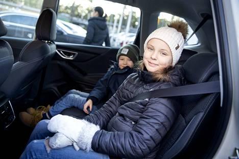 Forester e-Boxerin sai Euro NCAPin testiohjelmassa tunnustuksen turvallisuudestaan. Testeissä mitataan muiden muassa, kuinka auton muotoilu ja varustelu suojaa aikuismatkustajia, lapsimatkustajia ja kevyttä liikennettä. Niilo ja Aada Taipalmaa ovat jo kokeneita matkustajia ja lapinkävijöitä.