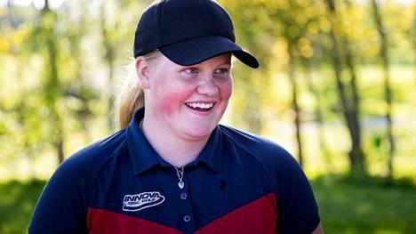 Valkeakoski Disc Golf -seuraa edustava Eveliina Salonen kuvattiin toukokuussa frisbeegolfin Pro Tour -kilpailussa Tampereella.