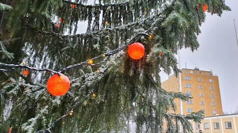 Torin joulukuusi kuuluu oleellisesti Valkeakosken joulunalusaikaan.