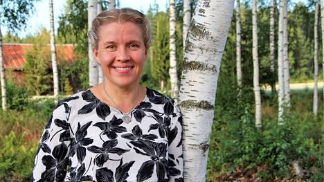 Hanna Lehtinen kokee juurtuneensa Satakuntaan, vaikka satakuntalaisuus ei vielä ole juurtunut häneen.