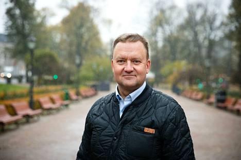 Liikenne- ja viestintäministeriössä työskentelevä valtion kyberturvallisuusjohtaja Rauli Paananen sanoo, että suomalaiset voivat edelleen luottaa siihen, että heidän tietonsa ovat turvassa.