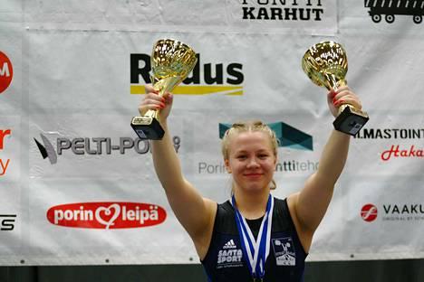 Aino Luostarinen nosti hurjia tuloksia Porin urheilutalolla.