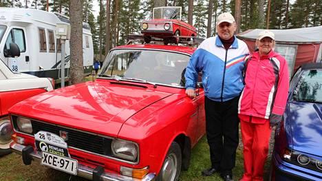 Hannu ja Irja Autio varasivat Multian ajokauden päättäjäisiin nähtävää kaikenikäisille: vuoden 1977 Moskvitš kiinnosti isompia ja vuosi sitten huutokaupasta löytynyt polkumosse kaikkein pienimpiä menopelien ystäviä.