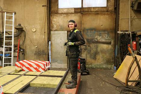 Aarne Kulju tekee tällä hetkellä metallitöitä Steel-Line Oy:lle Vilppulassa.