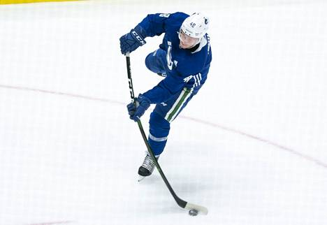 Olli Juolevi pelaa NHL:n minimipalkalla ensi kauden.