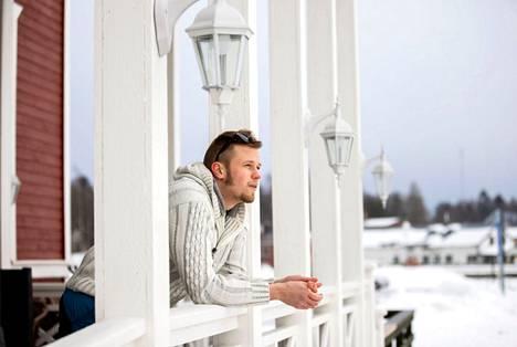 Krister Ristimäki on asunut Merikarvialla koko elämänsä. – Onhan sitä tullut mietittyä, millaista olisi asua muualla. Olen kuitenkin niin tottunut olemaan täällä, että voisi olla hankalaa asua jossain toisella paikkakunnalla.