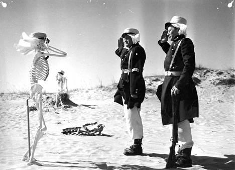 Sankarialokas-sotilasfarssia (1955) kuvattiin Porissa. Pääosissa esiintyivät Jussi Jurkka ja Lasse Pöysti.