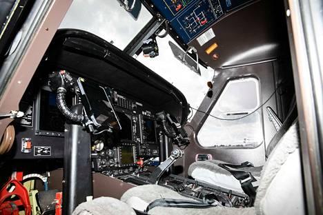 Rajavartiolaitoksen valvontakoneen miehistö koostuu kahdesta lentäjästä ja kahdesta operaattorista. Myös uudet koneet tulevat olemaan miehitettyjä.