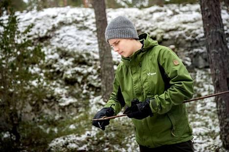 Metsä Groupilla metsäasiantuntijat hoitavat metsäomaisuutta kokonaisvaltaisesti. Juho Kolehmaisen työviikko sisältää tilakäyntejä, neuvontaa, puukauppaa ja metsäpalveluiden myyntiä. Luonto palvelee myös harrastusmielessä rusakkojahdin ja sorsastuksen muodossa. – Haussa on metsästysseura, joka tarvitsisi tulitukea ja myös oma metsä, sellainen puuhapalsta.