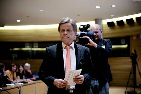 71-vuotias Mauri Pekkarinen jättää eduskunnan. Ura kesti kunnioitettavat 10 kautta.