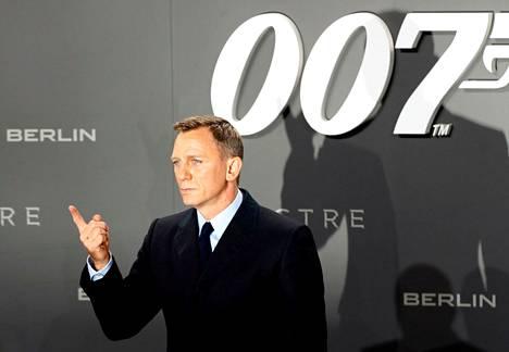 Näyttelijä Daniel Craig kuvattuna punaisella matolla James Bond 007 Spectre-elokuvan ensiesityksessä Berliinissä vuonna 2015.