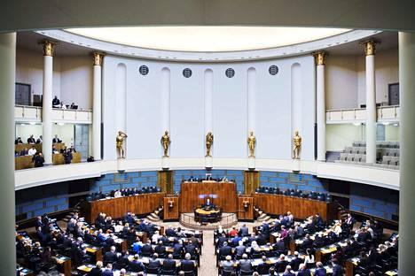 Pääministeri Antti Rinteen tulevaisuus hallituksen johdossa sinetöidään tänään, kun keskustan eduskuntaryhmä päättää Rinteen jatkosta äänestämällä.