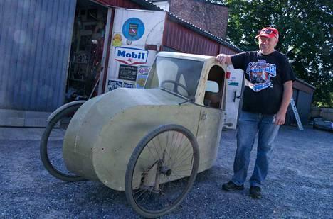 Jukka Tukiainen hankki pari vuotta sitten itselleen 1940-luvun lopulla rakennetun kinnerin, joka löytyi vampulalaisen maatilan peräsuulista.