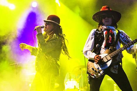 Pelle ja Andy McCoy soittivat yhdessä Pelle Miljoona Oy:ssä Porisperessä syksyllä 2011.