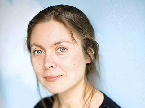 Pauliina Haasjoki on kotoisin Ulvilasta. Hänen tekstiensä aiheet ovat suuria: maailmankaikkeus, tähtitiede ja oivallukset olevaisesta.