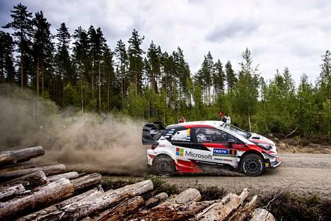Ott Tänak on ollut Toyota Yaris WRC:n ratissa parhaimmillaan täysin ylivoimainen. Auton takasiipeä joudutaan mahdollisesti muuttamaan kauden neljänneksi viimeiseen osakilpailuun, syyskuun puolivälissä ajettavaan Turkin ralliin.