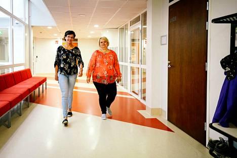 Ruotsin lehtori Anne Luhtala ja rehtori Päivi Viitanen kertovat, että Teuvan lukiolaiset ja yläkoululaiset käyttävät samoja opetustiloja. Myös opettajat ovat yhteisiä. Kielten opettajat antavat opetusta alakoulussakin. Luhtalan mukaan etuna on se, että opettaja oppii tuntemaan nuoren.