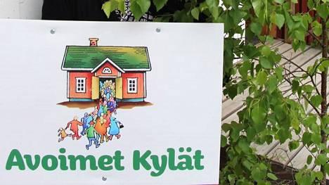Etenkin kylätoiminta ja muu yhdistystoiminta sisältävät valtavasti mahdollisuuksia vastakaupungistumisvirtojen tavoittamiseksi. Muuttajat kaipaavat yhteisöjä ja mielekästä osallistumista, kirjoittavat Antti Luomala, Jani Hanhijärvi ja Petri Rinne.