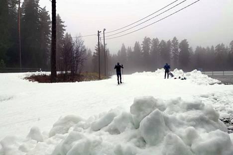 Näin hyvä oli lumitilanne Lempäälän hakkarissa puoli yhdeltätoista aamulla.