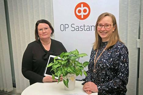 Asiakkuusasiantuntijat Kaija Ihanamäki ja Johanna Salomäki auttavat hyvään alkuun rahastosäästämisessä.