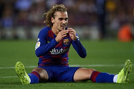 Barcelona aloitti neuvottelut Antoine Griezmannin kanssa ilman Atletico Madridin kirjallista lupaa. Sääntörikkeestä tuli sakko, joka ei vahingoita seuraa, eikä varmaan estä muita seuroja käyttäytymässä samalla tavalla.