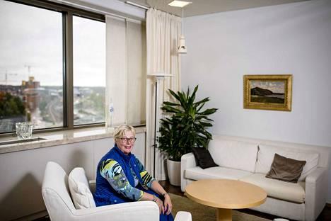 Lääkäriliiton toiminnanjohtaja Kati Myllymäki sanoo, että lääkärikunnan eettiset ohjeet pitävät epidemiatilanteessakin.  Myllymäki kuvattuna Lääkäriliiton toimistolla vuonna 2017.