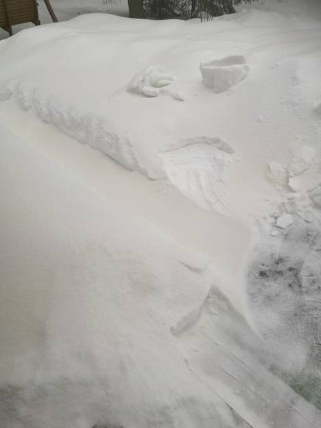 – Kun laajemmalla alueella Länsi-Suomen alueella tulee lisää havaintoja, se vahvistaa sitä oletusta, että se on tosiaan Saharan hiekkaa, eikä mikään paikallinen sahateollisuuden pöllähdys, kertoo Ilmatieteen laitoksen päivystävä meteorologi Iiris Viljamaa. Kuva on Orivedeltä tiistailta 23. helmikuuta.