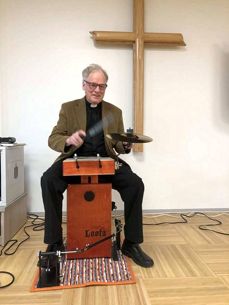 Ahti Iivonen suunnittelee harrastavansa musiikkia eläkepäivinään.