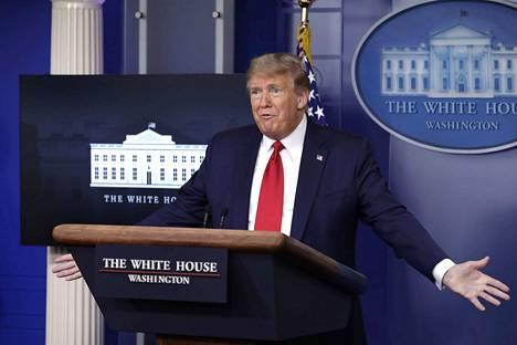 Asiantuntijat kiirehtivät oikomaan presidentin puheita.