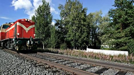 Arkistokuva. Ratatöiden vuoksi normaali raideliikenne katkaistaan Porin ja Mäntyluodon väliltä viikonloppuna 57 tunniksi.
