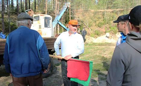 Kalettoman konepäivien konemestari Jouko Muhonen on myös musiikkimiehiä, joka pitää yllä nuoruudessa hankittua rumpujen soittotaitoa.