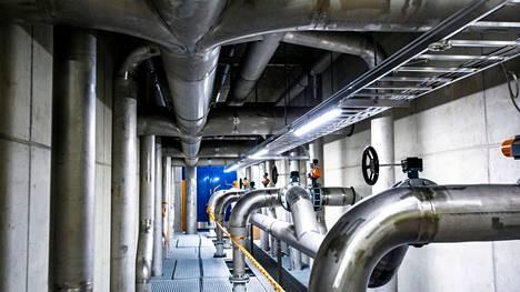 Valkeakoskella juotava vesijohtovesi tulee Tyrynlahden uudelta vesiasemalta. Valkeakosken Sanomat tutustui pintavesilaitokseen vuoden 2019 toukokuussa, kun aseman työmaalla vietettiin harjannostajaisia.