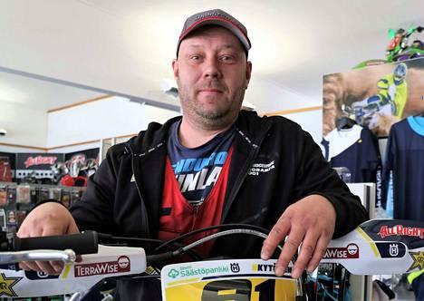 Jani Peitsaman vapaa-aika kuluu moottoriurheilun parissa.