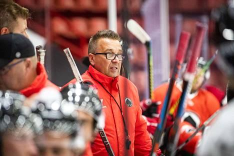 Ässät harjoitukset jäällä. Ari-Pekka Selin päävalmentaja.