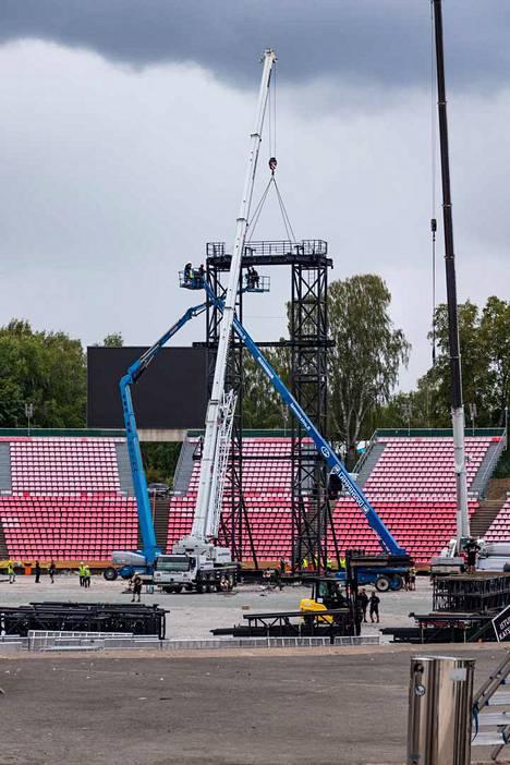 Sunnuntaina päivällä Rammsteinin lavasta purettiin viimeisiä rakenteita.