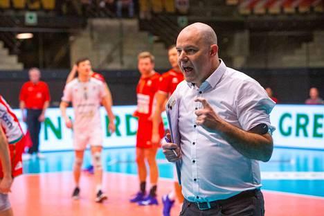 Joel Banks aloittaa pian Suomen maajoukkueessa myös ottelut. Kuva on Maaseikin ottelusta.