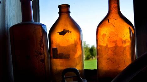 Millaisia pulloja sinun varastoissasi lojuu? Hartwallin etsimissä ja palkitsemissa pulloissa vuosiluku on pullon alareunassa. Esimerkiksi 25K95 tarkoittaa vuosilukua 1995.