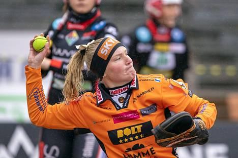 Finaalit ovat myös lukkarien kaksintaistelu. Sunnuntaina Mari Mantsinen joutui tunnustamaan Pesäkarhut ja Minttu Vettenrannan paremmakseen.
