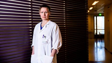 Taysin infektioyksikön apulaisylilääkäri Reetta Huttunen sanoo, että tartuntojen lisääntymisen taustalla on hyvin todennäköisesti ihmisten lisääntynyt liikkuvuus. Huttunen kuvattiin toukokuussa 2020.
