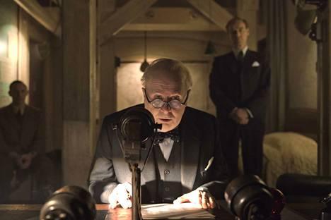 Churchilliä esittävä Gary Oldman palkittiin parhaan miesnäyttelijän Oscar-palkinnolla.