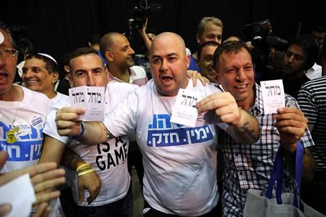 Pääministeri Benjamin Netanjahun Likud-puolueen kannattajat olivat vielä luottavaisia puolueen päämajassa tiistai-iltana.