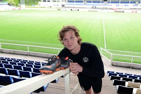 Jonni Thusberg jatkaa Hakan paidassa myös jalkapalloliigassa. Viime kaudella Ykkösen pelejä hänelle kertyi 14.
